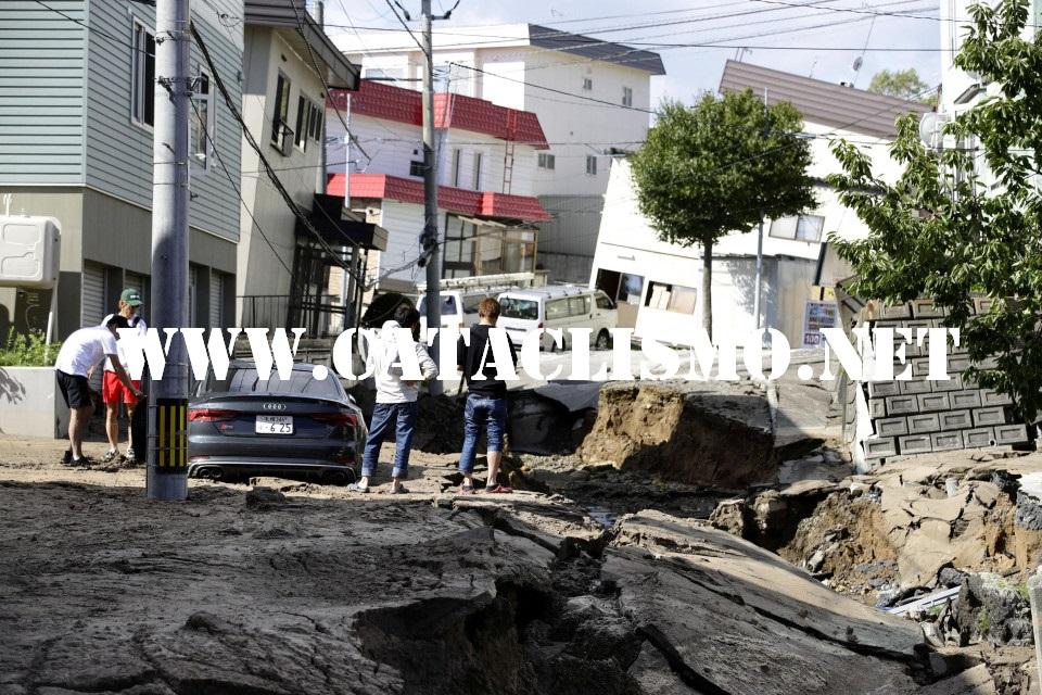 Kejadian Gempa Bumi Dan Tsunami Yang Terjadi